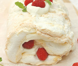 oulade with raspberries and cream
