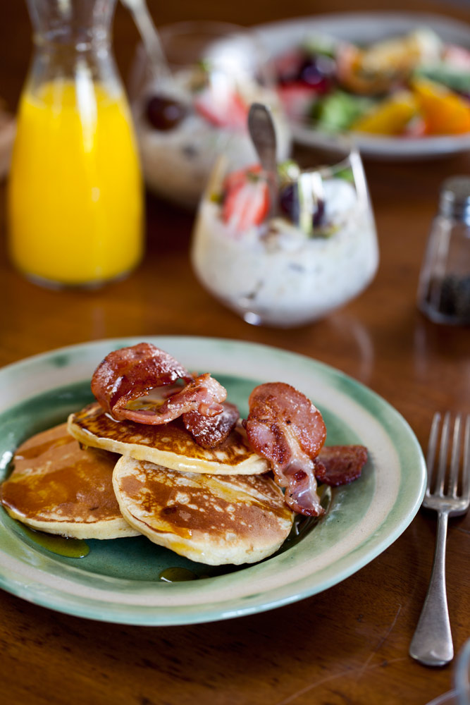 buttermilk crumpets and crispy bacon