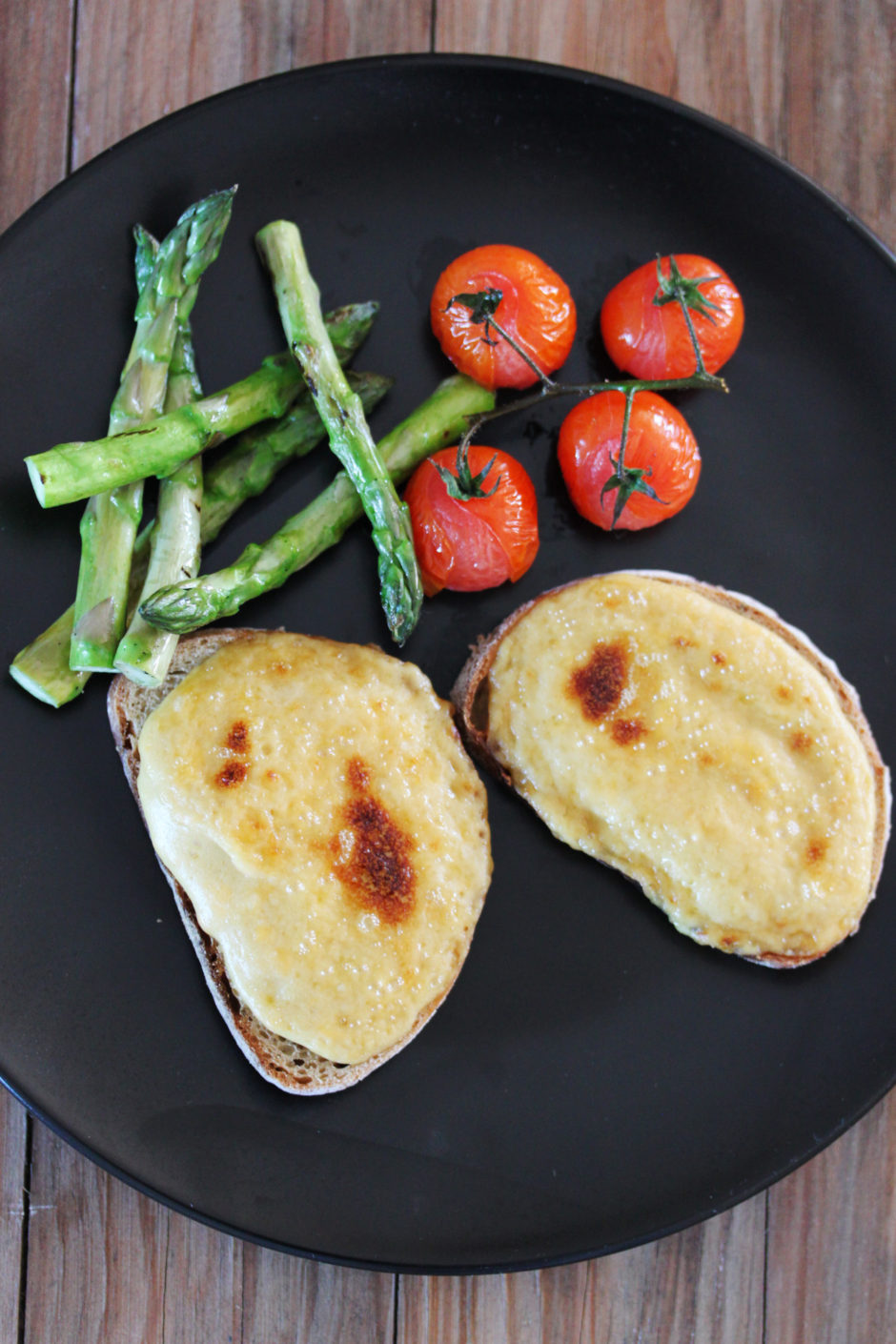 Welsh Rarebit with Grilled Asparagus and Roasted Tomatoes ...