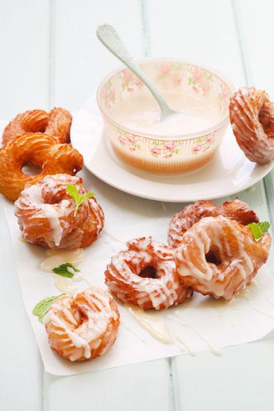 Honey-glazed vanilla crullers