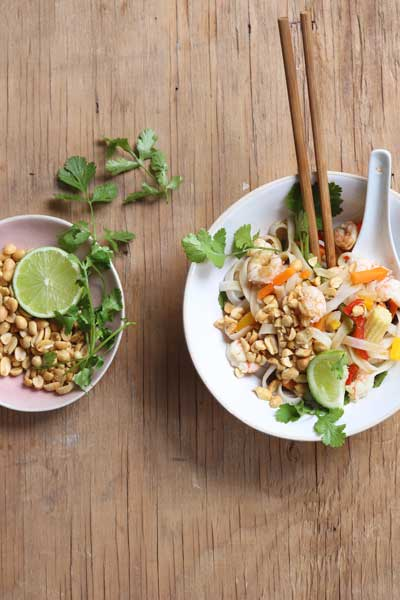types of Asian cuisine - prawn pad thai