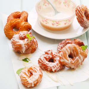 Honey-glazed_vanilla crullers
