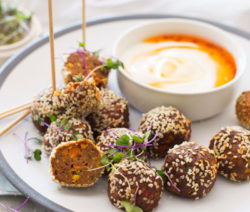 Asian-Meatballs-with-a-Sweet-Chilli-&-Yoghurt-Dip_400x600