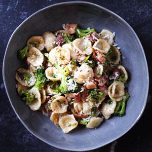 Broccoli-&-Bacon-Orecchiette-In-Olive-Oil-With-Parmesan-&-Pepper_300x300