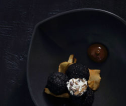 mushroom-truffles-with-roasted-garlic-aioli_400x600