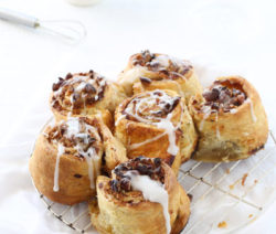 apple, cinnamon puff pastry rolls