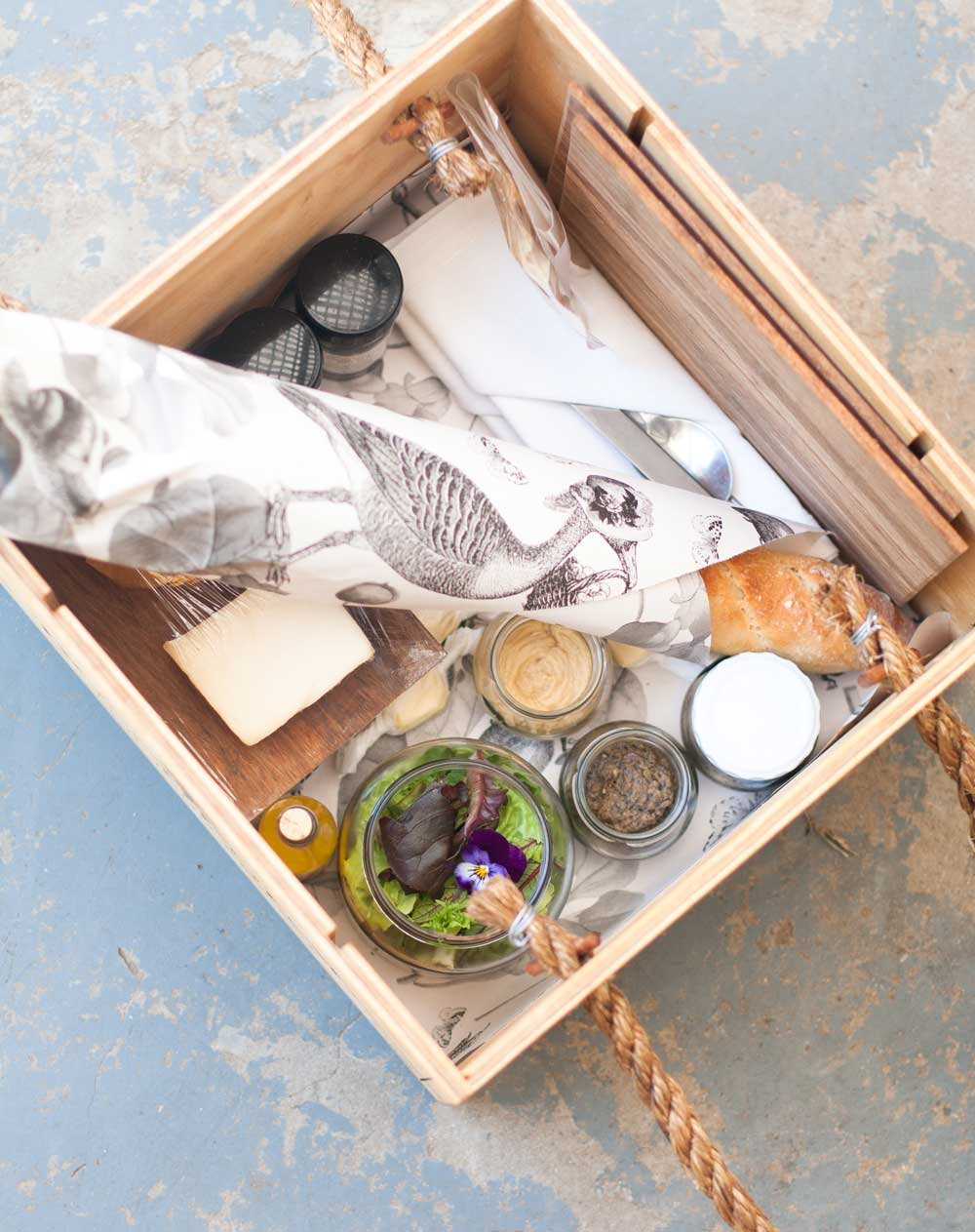 Picnicking at Boschendal whats in the box