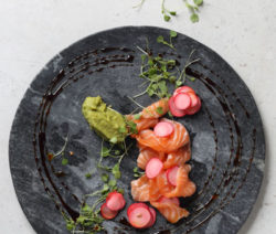 Salmon Tartare with guacomole