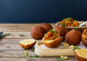Curried-mince-vetkoek-