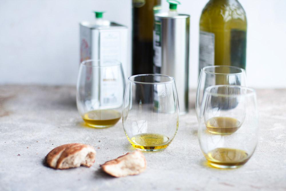 tasting_olive_oil_1000x667