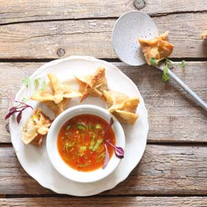 Deep-fried Vegetable Wontons with a Sweet Chilli Dipping Sauce