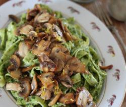 Fettucine-pesto-pasta