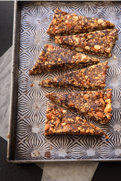 Date & Almond Butter Granola Bars