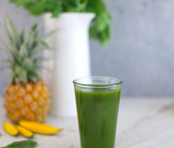 Juicy Tropical Green Smoothie