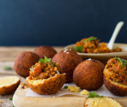 mini vetkoek & Curried mince