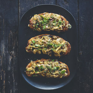 creamy mushrooms on toast