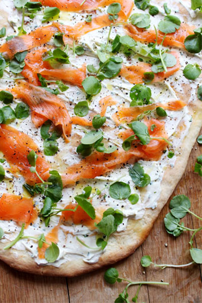 healthy salmon recipes - flatbreads with smoked salmon
