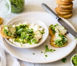 creamed ricotta & pea pesto with crackers