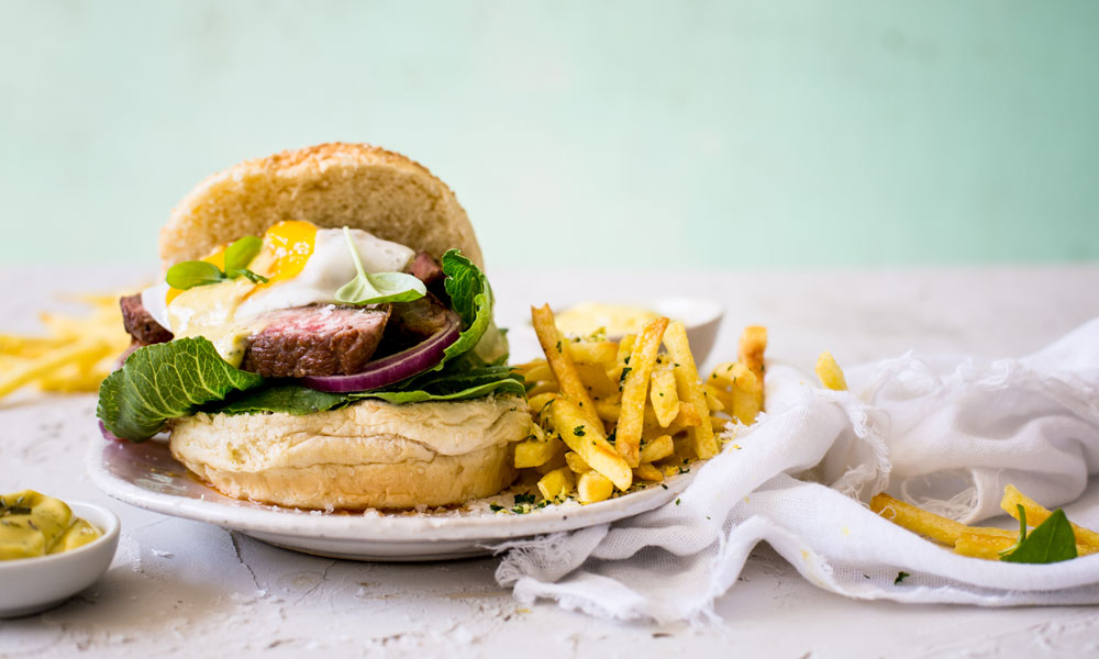 Steak burger with Béarnaise Sauce and Gremolata Skinny Fries