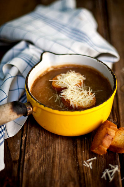 French-inspired food onion soup