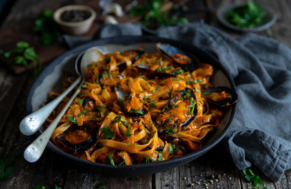 roasted-red-pepper-mussel-tagliatelle
